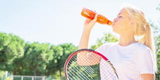 Une boisson pour gérer le manque de sommeil en plein match de tennis