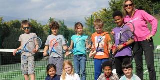 Sandrine Copillet avec quelques-uns de ses élèves du TC Bonnieux
